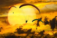 Free Sky, Air Sports, Paragliding, Yellow Royalty Free Stock Images - 102634719