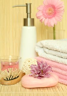Free Spa Essentials. Towels, Soap, Flowers. Royalty Free Stock Photo - 10272165