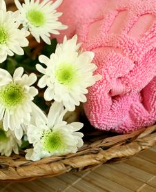 Towel And Flowers - Beauty Treatment Stock Images