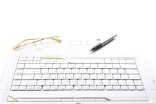 Free Spectacles And Pen Are On The Keyboard Royalty Free Stock Photography - 10283097