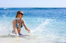 Free Girl Making Splashes In The Sea Royalty Free Stock Images - 10288449