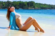 Free Brunette Girl Relaxing On The Beach Royalty Free Stock Photos - 10288458