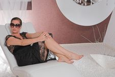 Free Young Attractive Woman Posing On Couch Royalty Free Stock Photography - 10291267