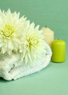 Free Spa Essentials. Towel, Candles And Flowers. Royalty Free Stock Photos - 10296018