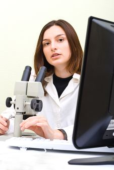 Free Scientist At The Laboratory Stock Photography - 10299772