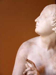 Free Sculpture Of Woman In Marble Stock Photos - 1030043