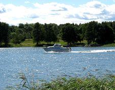 Free Motorboat Royalty Free Stock Photos - 1035618