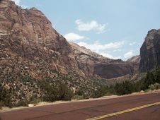 Free Arch In Zion National Park Stock Image - 1037631