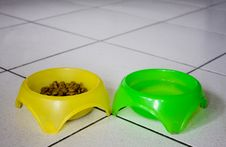 Free Bowls For The Dog Royalty Free Stock Images - 10305249
