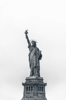 Free Statue Liberty Under Clear Sunny Sky Royalty Free Stock Photography - 103034007