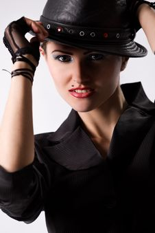Free Young Fashionable Model With Black Hat Royalty Free Stock Images - 10317459