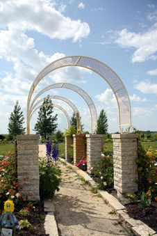 Free Garden Arches Royalty Free Stock Images - 10317549
