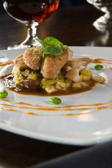 Free Sweetbreads Over Seasonal Vegetables Royalty Free Stock Photos - 10319158