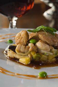 Free Sweetbreads Over Seasonal Vegetables Royalty Free Stock Images - 10319179