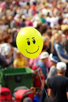 Free Yellow Smiling Air Balloon Stock Photos - 10320843