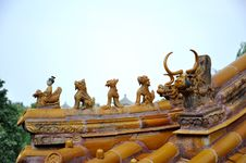 Free Corner Of Roof In Beihai Imperial Park Royalty Free Stock Images - 10323609