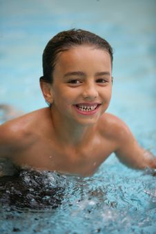 Free Boy In Swimming Pool Royalty Free Stock Photo - 10323915