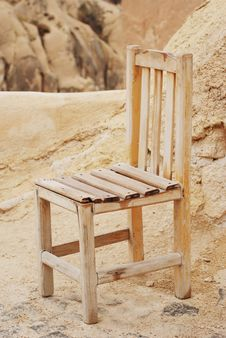 Free Old Wooden Chair Stock Photography - 10334392