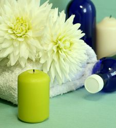 Free Towel, Candles, Bottles And Flowers. Royalty Free Stock Photos - 10338248