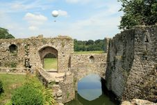 Free Leeds Castle And Balloon Stock Image - 10339181