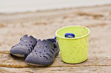 Free Sandals And Pail Royalty Free Stock Images - 10346029