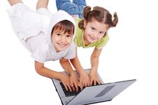 Free Chidren Activities On Laptop Royalty Free Stock Photography - 10354577