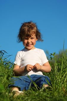 Free Portrait Of Smiling Girl  Sitting In Grass Royalty Free Stock Photography - 10354797