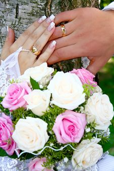Hands Rings And Bouquet Royalty Free Stock Photo