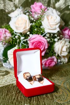 Free Two Wedding Rings In Box And Flowers Stock Photography - 10355592