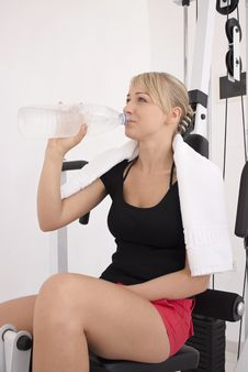 Free Young Blond Woman Workout In Gym Stock Photography - 10359122
