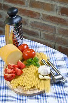 Free Basic Spaghetti Royalty Free Stock Photos - 10359838
