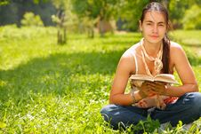 Free Woman Reading A Book Stock Photography - 10360042
