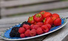 Free Strawberries & Raspberries Food Royalty Free Stock Photos - 10380358