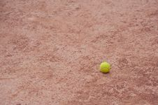 Free Tennis Ball At The Court Royalty Free Stock Photography - 10393627