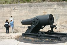 Free Cannon And Couple At Fort Desoto Florida Royalty Free Stock Photos - 1041598