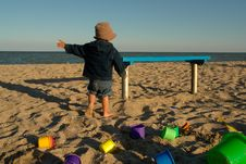 Free Little Boy And Sea Royalty Free Stock Photos - 1041848