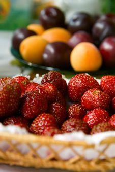 Free Strawberries Royalty Free Stock Photos - 10425178
