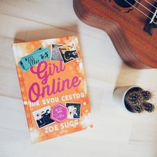 Free Girl Online Textbook Royalty Free Stock Images - 104366799