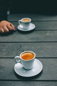 Free White Ceramic Coffee Cup And Saucer Stock Photo - 104450070