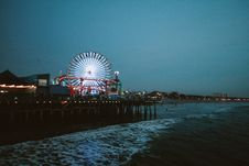 Free Ferris Wheel Lit During Night Time Royalty Free Stock Photo - 104450255
