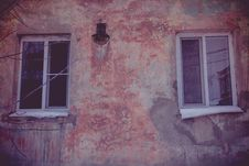 Free Grunge Wall And Windows Stock Photography - 104587032