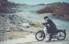 Free Man Riding A Motorcycle Royalty Free Stock Images - 104635729