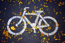 Free White Bicycle Road Sign Stock Photos - 104635743