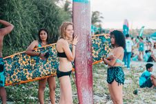 Free Women Wearing Black While Holding Surf Boards Stock Image - 104806581