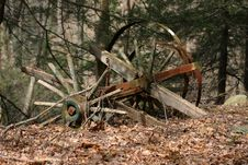 Free Dilapidated Country Cart Royalty Free Stock Photo - 1052105