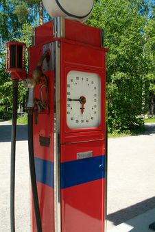 Free Old Gasoline Pump Royalty Free Stock Photos - 1054918