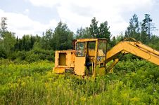 Free Abandoned Construction Machinery Royalty Free Stock Photos - 1056308
