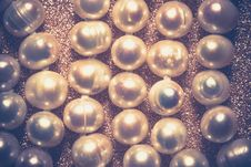 Free White Pearl Necklace Retro Royalty Free Stock Photography - 105577197