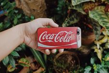 Free Red And White Coca-cola Smartphone Case Royalty Free Stock Images - 105608529
