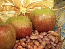 Free Apple And Red Bean Stock Photography - 10571102